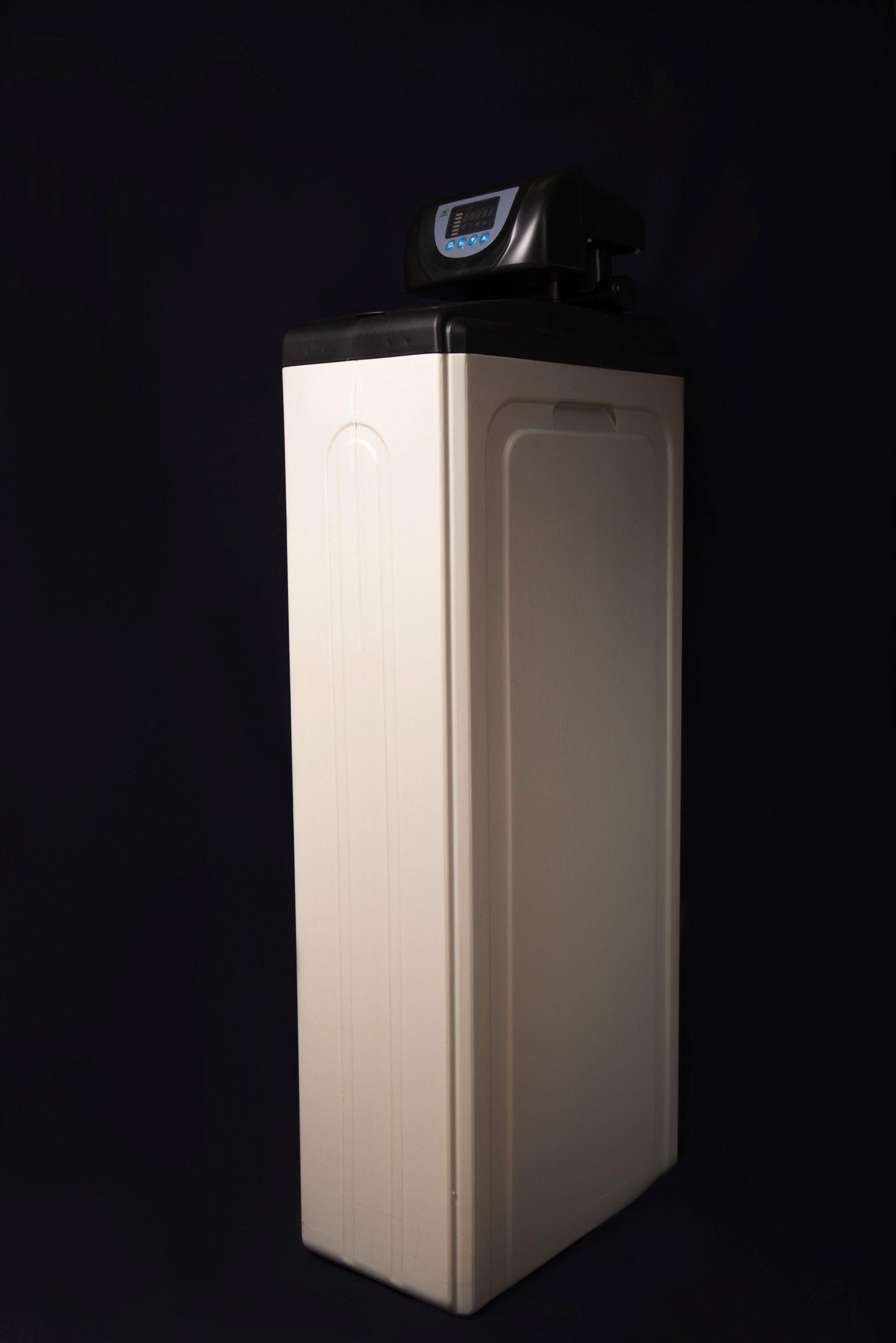 Умягчитель воды c автоматическим управлением FCV-11-25(T) (2000 литров в час)